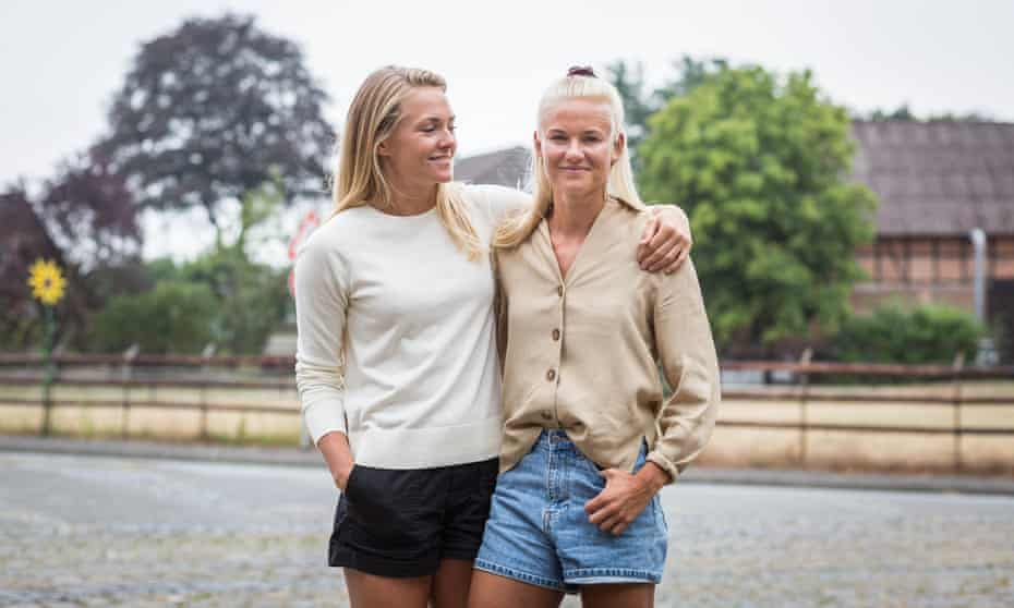 Chelsea's Magda Eriksson and Wolfsburg's Pernille Harder.