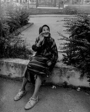 Old lady begging, Sarajevo, August 1997.