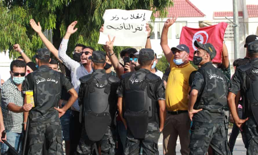 Security officers intervene amid clashes between supporters of the Tunisian president, Kais Saied, and the opposition Ennahda party.