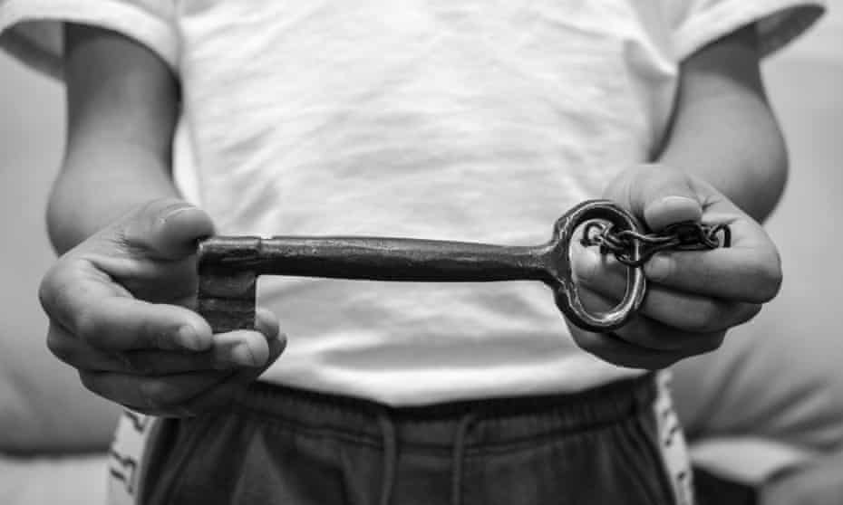 Palestinian refugee holding key to a pre-1948 home.