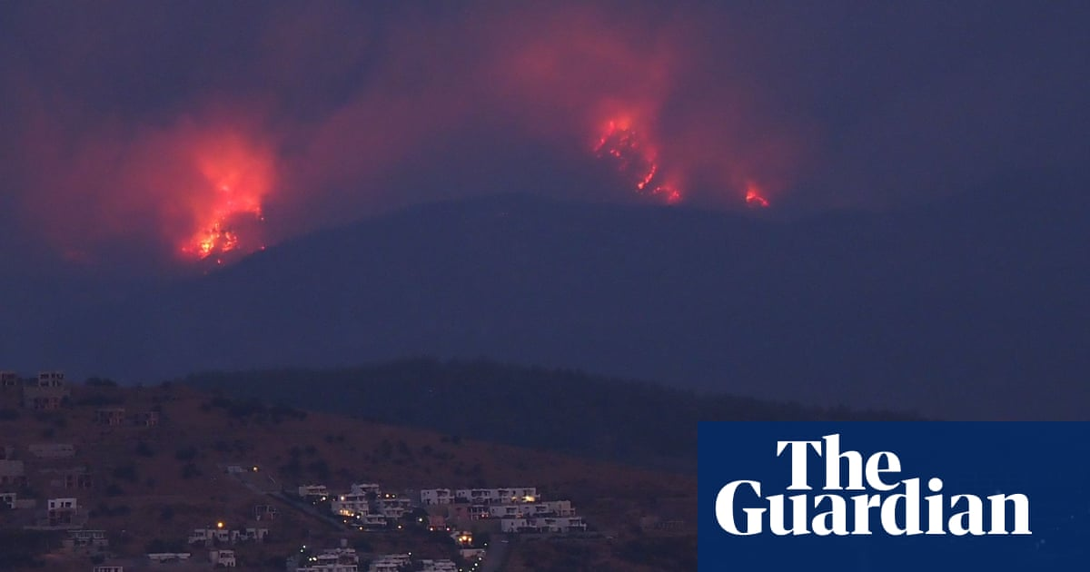 Tourists evacuated from burning Med resorts as fires rage across southern Turkey – video report