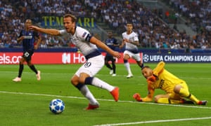 Harry Kane rounds Samir Handanovic but fails to hit the target against Internazionale.