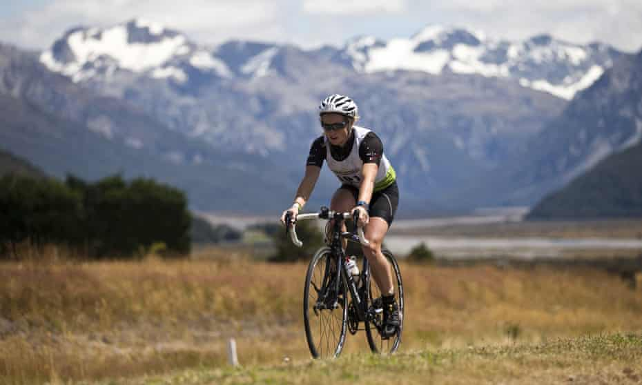 A New Zealand company is offering employees up to $10 if they cycle to and from work.
