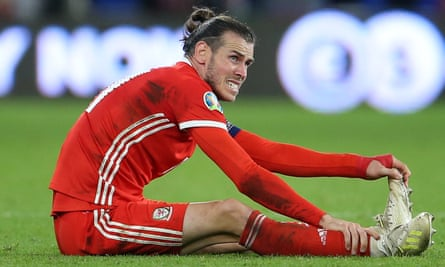 Big Gaz Bale, presumably pondering whether to vote for William Pitt the Younger in the upcoming election.