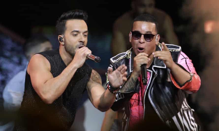 Favorito, favorito... Luis Fonsi, Daddy Yankee performing at the Latin Billboard awards.