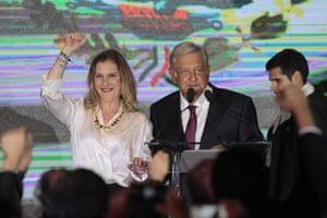 López Obrador arrives at a hotel to give a speech, accompanied by his wife, Beatriz Gutiérrez Müller
