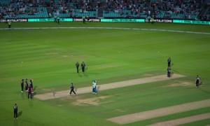 Oval Invincibles' Mady Villiers and Dane van Niekerk celebrate victory.