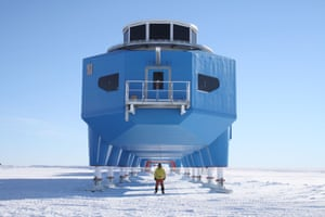 Halley VI: A crew member standing in front of Halley VI