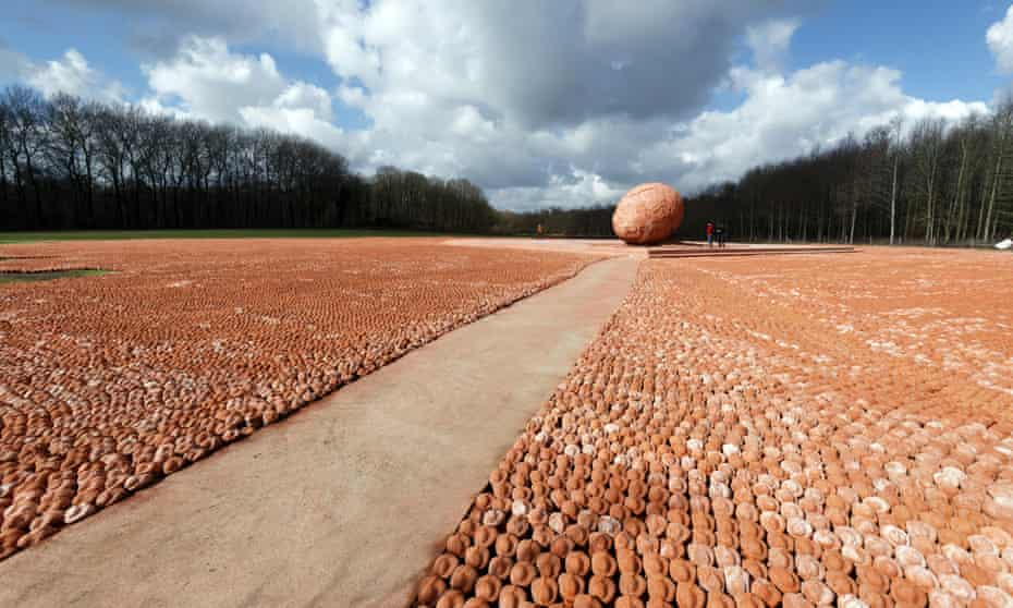 Thousands of clay sculptures on battlefield