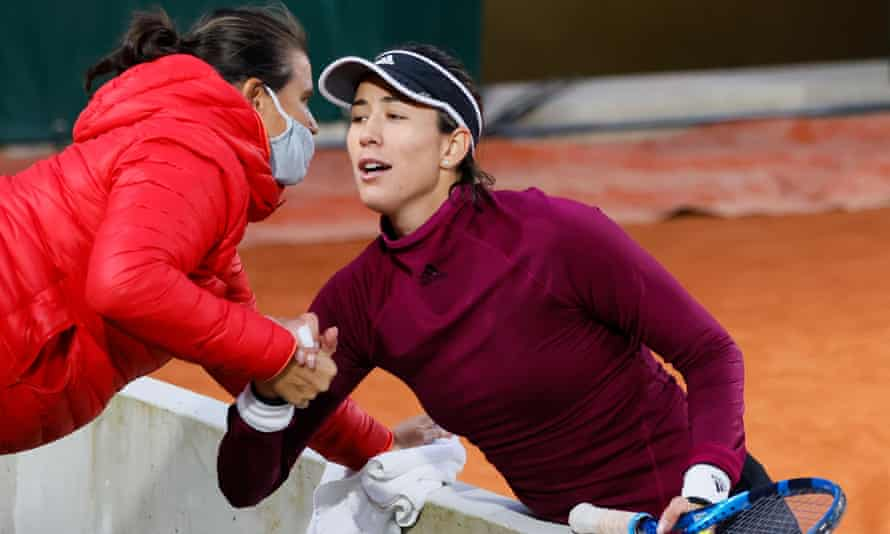 Garbiñe Muguruza talks to her coach, Conchita Martínez, at last year's French Open.