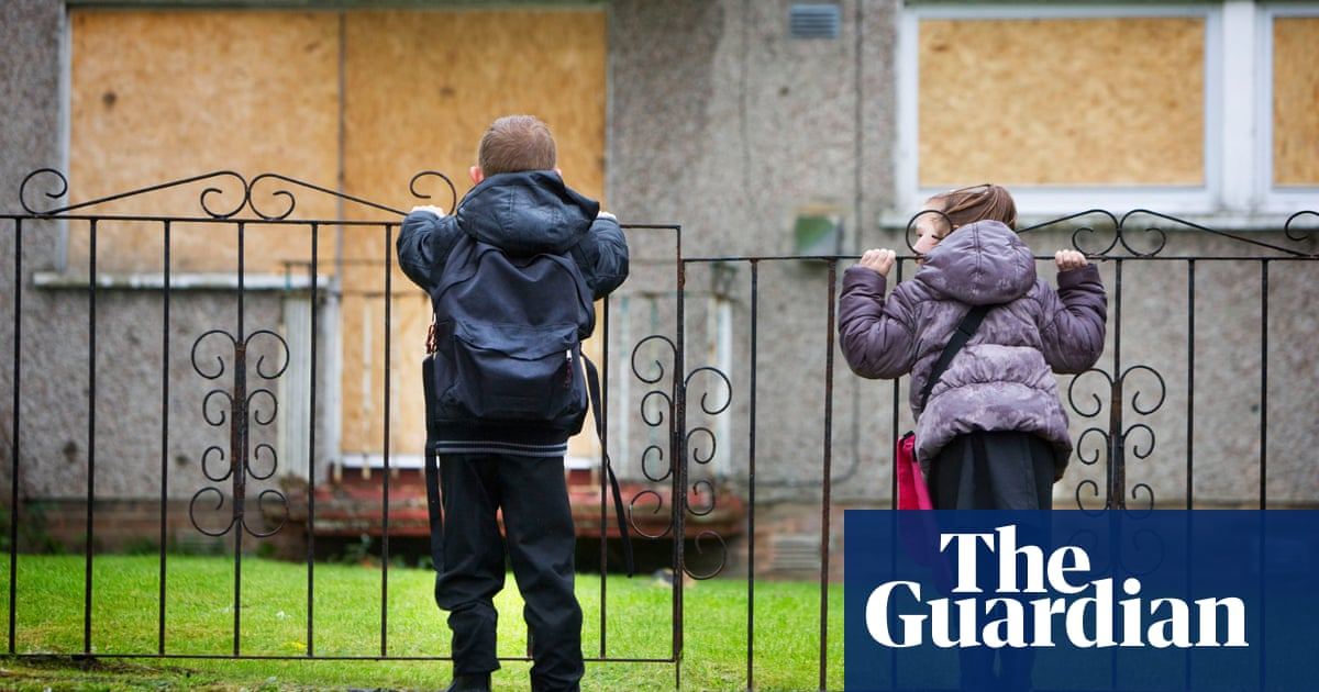 Four million British workers live in poverty, charity says