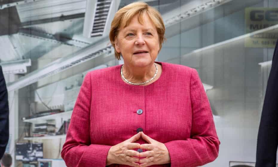 Angela Merkel visits the Max Planck Institute for Quantum Optics in Munich.