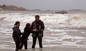 Divers scatter sand from Mozambique in honour of the Africans who died on the Sao Jose Paquete de Africa slave ship.