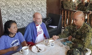 Maj Gen Corleto Vinluan with Wilma and Allan Hyrons after their rescue in the Philippines.
