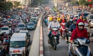 Vietnamese Motorists Battle Air Pollution I