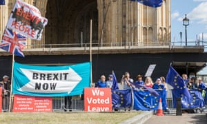 Pro- and anti-Brexit protests outside parliament, London, 5 September 2019.