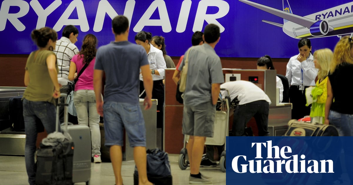 4278ae01bc Ryanair  cabin baggage rule change means small suitcases no longer free