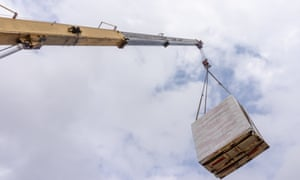 Unloading of building materials by crane