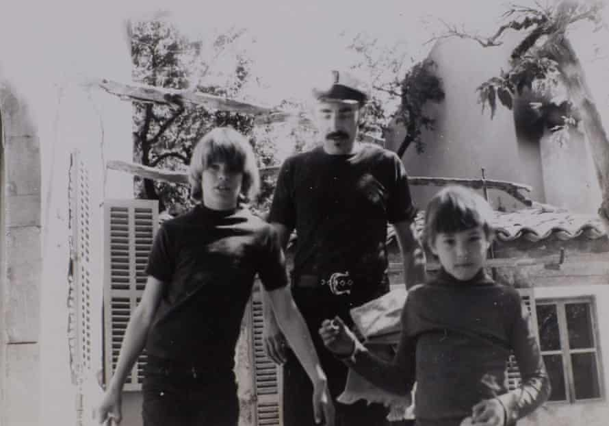Writer George Cockcroft with sons Powers (left) and Chris in 1972