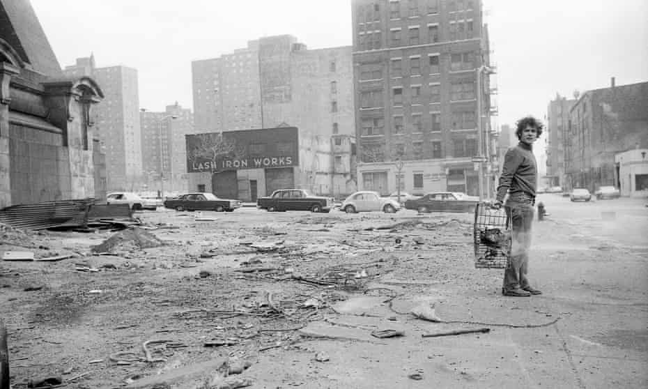 Gordon Matta-Clark collecting material for Garbage Wall.