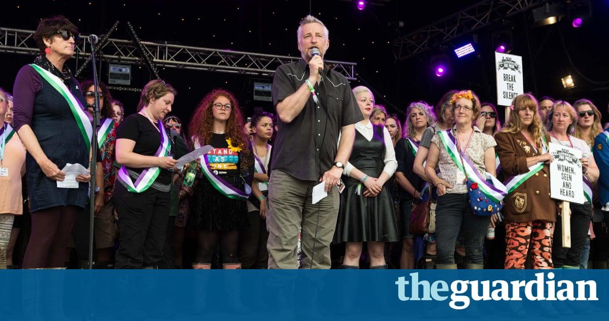 Billy Bragg leads tributes to MP Jo Cox at Glastonbury festival
