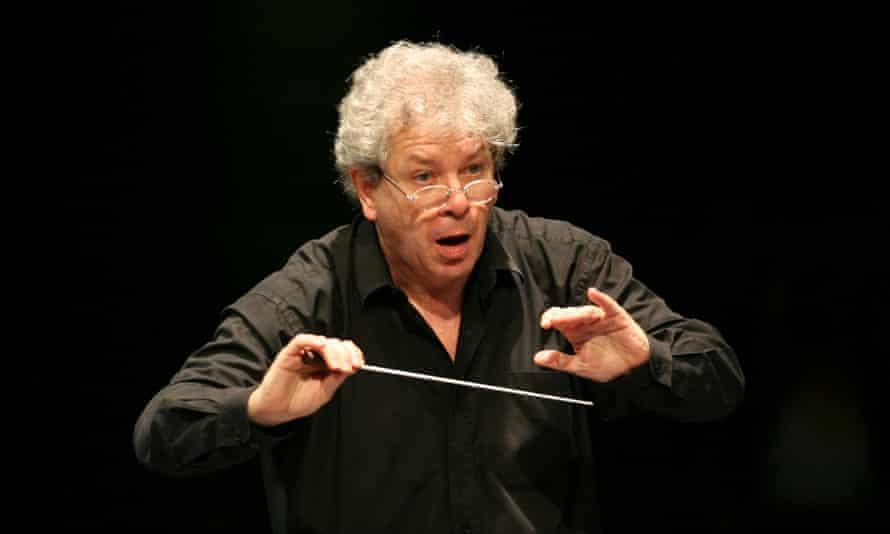 Jiří Bělohlávek conducting in 2007.