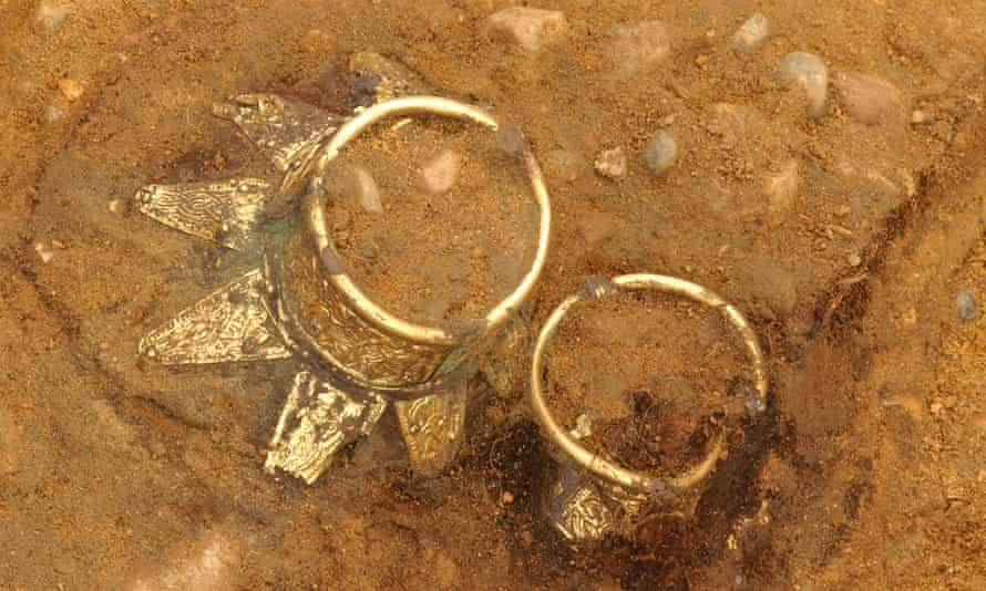 Drinking vessels in situ at the 'Prince of Prittlewell' grave excavation.