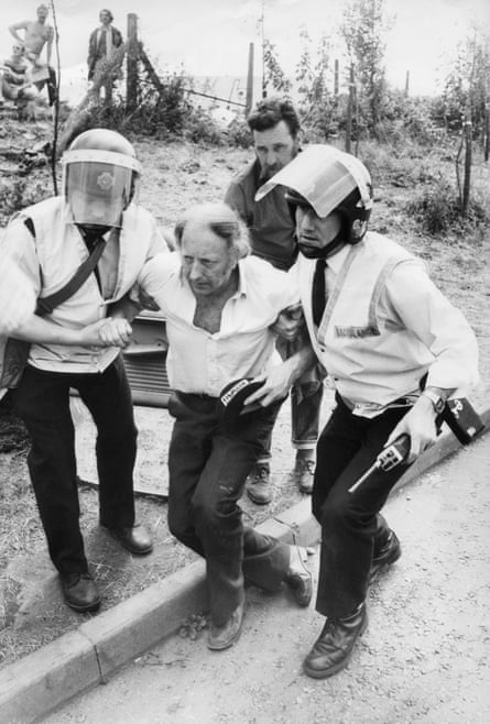 Arthur Scargill being assisted by medics at Orgreave.