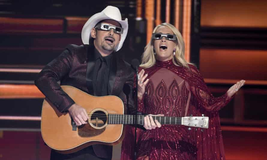 Affable, aw-shucks shtick … hosts Brad Paisley and Carrie Underwood.