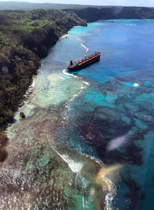 The oil spill from the MV Solomon Trader along the coastline of Rennell Island