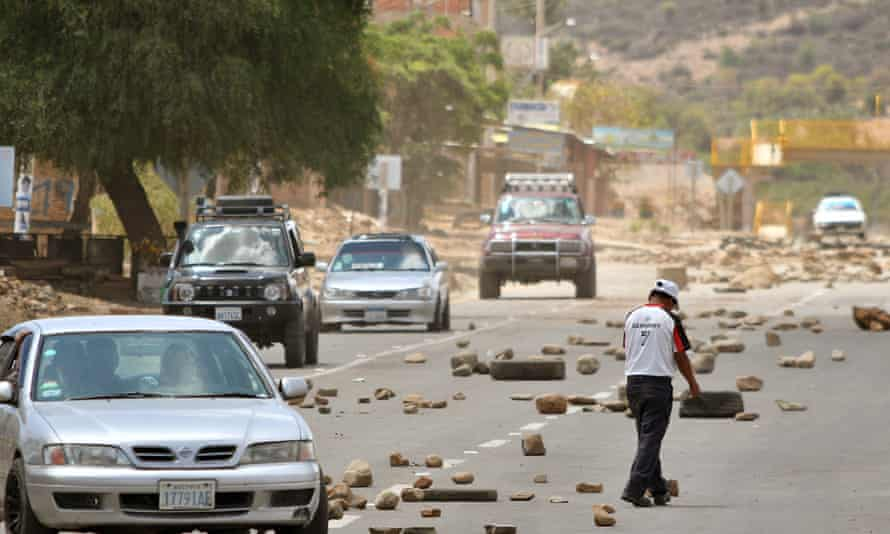 Road Service workers unblock the old road to Santa Cruz in Cochabamba, Bolivia, this week.