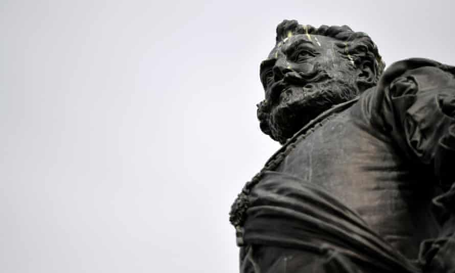 A statue of Sir Francis Drake on Plymouth Hoe