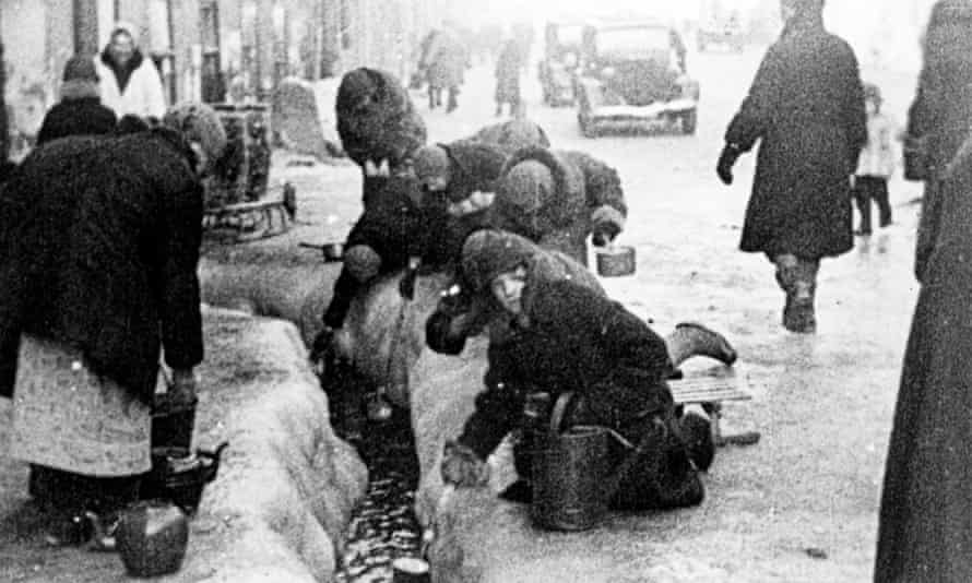 Women taking water flowing from broken water mains during the siege of Leningrad.