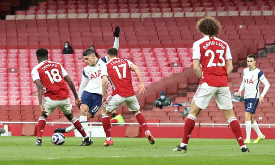 Erik Lamela scores the opening goal with a rabona, but Tottenham lost the derby against Arsenal 2-1.