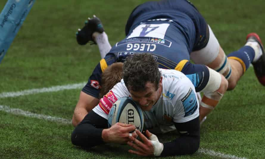 Ian Whitten of Exeter scores a try during the Premiership match against Worcester Warriors at Sixways.