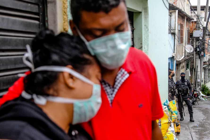 Families mourn in Rio's Complexo do Alemão on Friday.