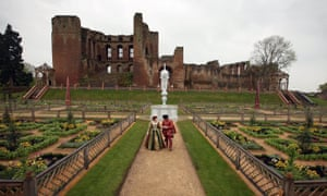 Elizabethan Gardens Open At Kenilworth Castle After ReconstructionKENILWORTH, ENGLAND - APRIL 30: Historic interpreters Hilary Janewood and Charles Neville re-enact a meeting between Queen Elizabeth I and the Earl of Leicester in the new Elizabethan Gardens in the grounds of Kenilworth Castle on April 30, 2009 in Kenilworth, England. English Heritage has reconstructed the pleasure gardens created by Robert Dudley the Earl of Leicester which he built to impress and court Queen Elizabeth I over 400 years ago. The garden has painstakingly been re-created with the aid of archaeology and historic notes and cost over GBP 2.1 million. (Photo by Christopher Furlong/Getty Images)