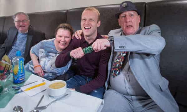 Steven Naismith pulls a cracker with Wendy Brockett and James Goldie (right).