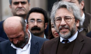 Can Dündar (right), arriving at court in Istanbul on Friday.