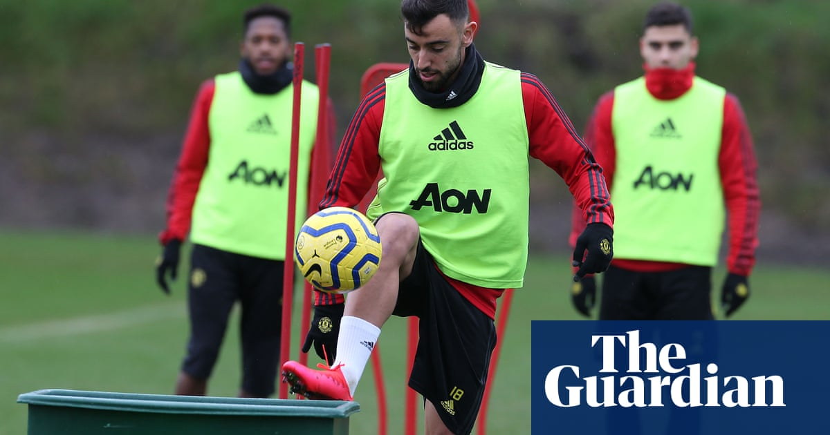 Manchester United's 'fiery' Bruno Fernandes is 'similar player to Scholes'