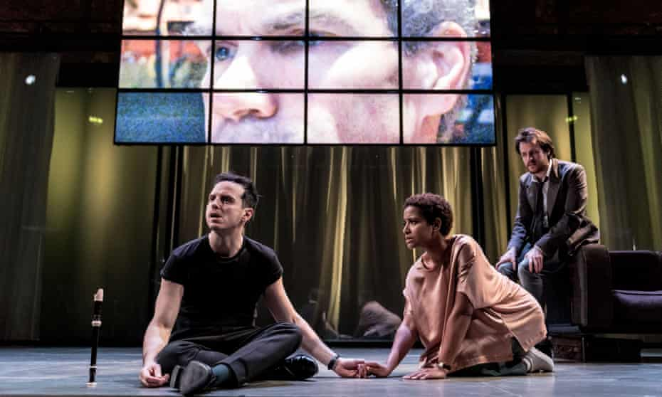 Andrew Scott with Amaka Okafor (Guildenstern) and Calum Finlay (Rosencrantz) in Hamlet.