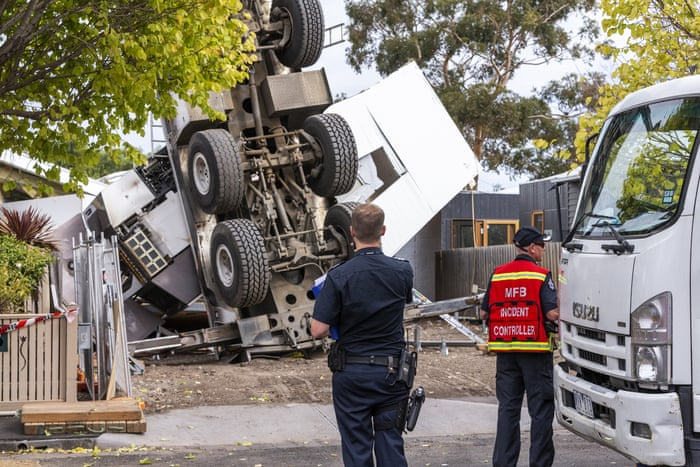 Melbourne crane collapses on two houses and injures workers