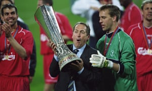 Gérard Houllier holds the Uefa Cup trophy after victory over Alavés in a dramatic 2001 final.