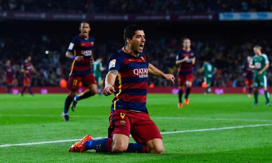 Luis Suárez celebrates completing his hat-trick for Barcelona against Eibar