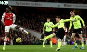 John Fleck thumps home the equalising goal for Sheffield United against Arsenal.
