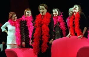 Anderson at a cast photocall for Eve Ensler's The Vagina Monologues at the Old Vic, London, in 1999
