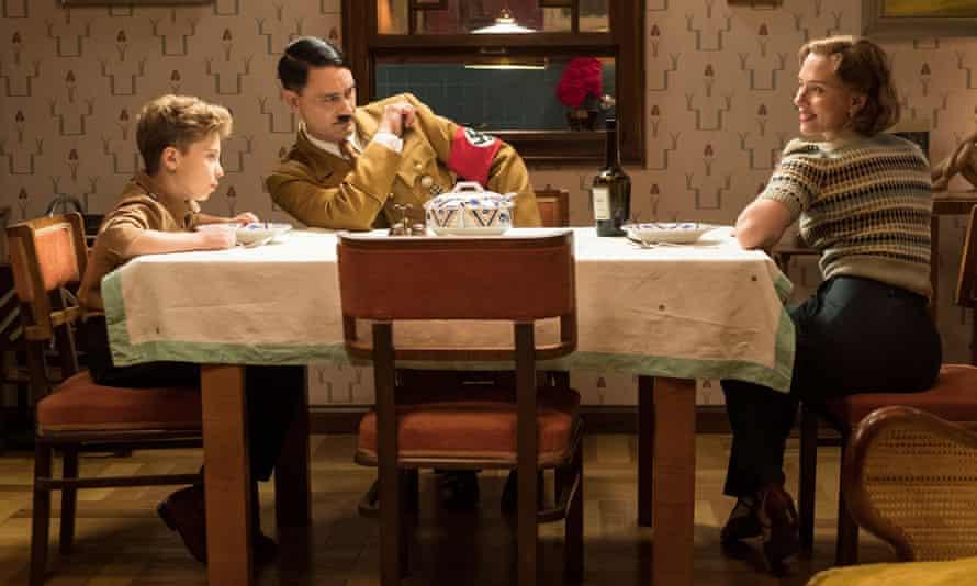 Roman Griffin Davis, Taika Waititi and Scarlett Johansson in Jojo Rabbit.
