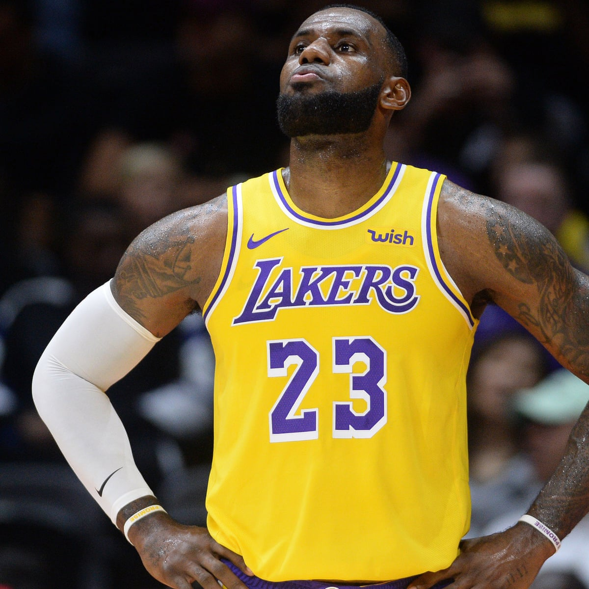 Lebron James Reels Off Highlights During First Game As An La Laker Sport The Guardian