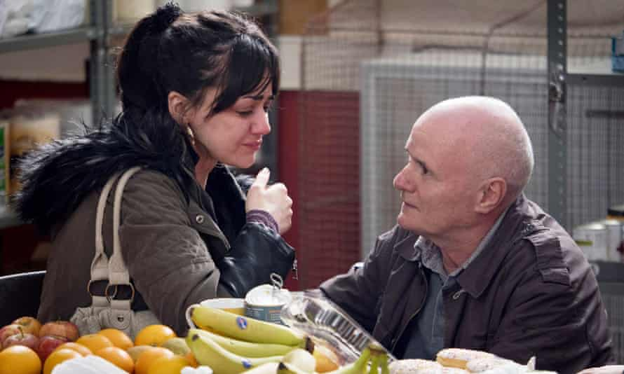 Hayley Squires as Katie Morgan and Dave Johns as Daniel Blake are caught in the tightening web of the British benefits system