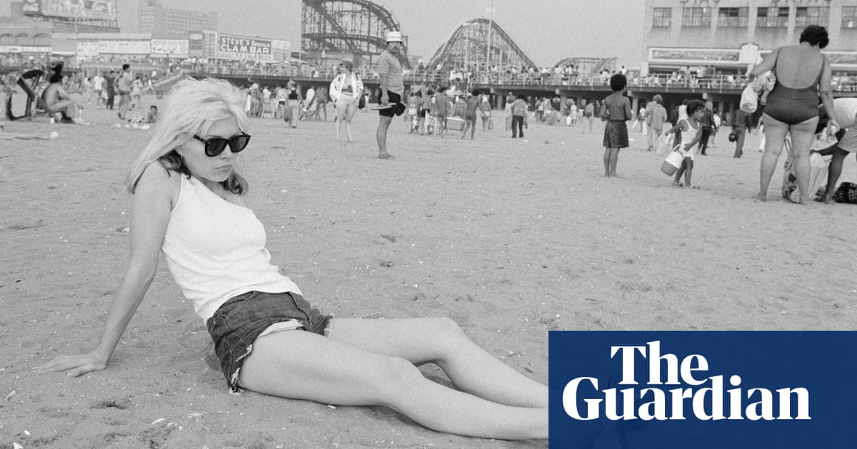 Summer and smoke: rocknroll in the warmer months – in pictures